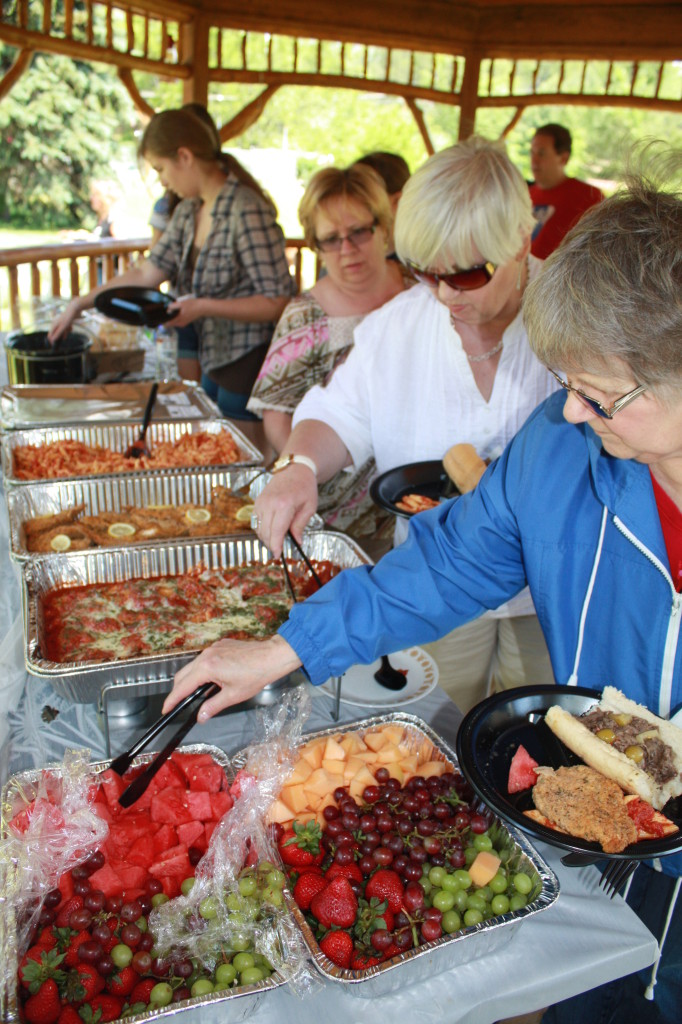 Family Reunion Buffet in Gazebo at Meadowbrook Resort & DellsPackages.com in Wisconsin Dells