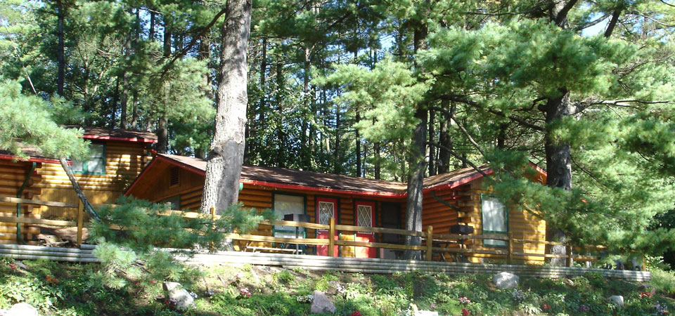 Chestnut & Poplar Cabins at Meadowbrook Resort & DellsPackages.com in Wisconsin Dells