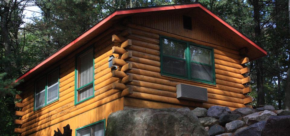 Frontiersman & Mountaineer Cabins at Meadowbrook Resort & DellsPackages.com in Wisconsin Dells